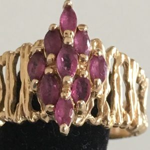 Jewelry - ♦️$149♦️14K solid Gold ruby cluster ring 8.5
